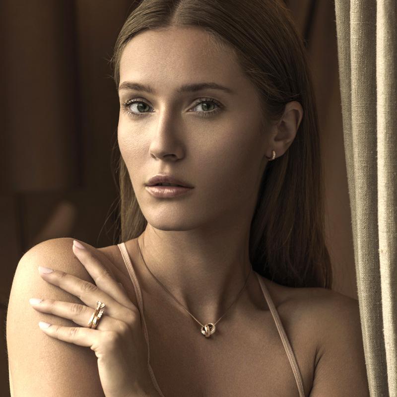 Astrid och agnes smycken som ringar, armband och halsband