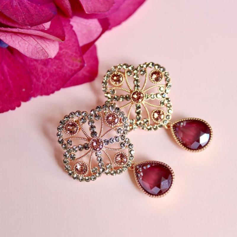 Vi har ett stort utbud av Lily and Rose smycken